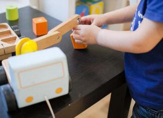 Kreatywne zabawki drewniane dla dzieci - które wybrać