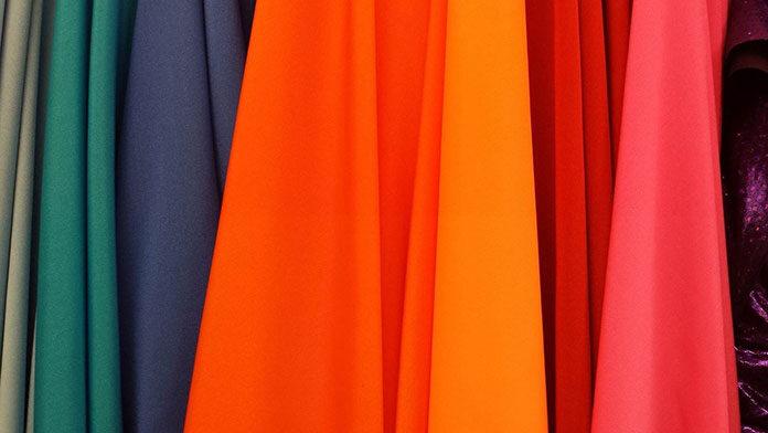 Odzież używana- dlaczego warto kupować